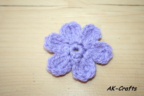 How to crochet a simple, little flower