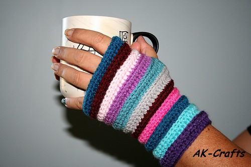 How to crochet simple fingerless mittens or wrist warmers
